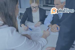 empresários fazendo o planejamento estratégico com o RH baseado em dados.